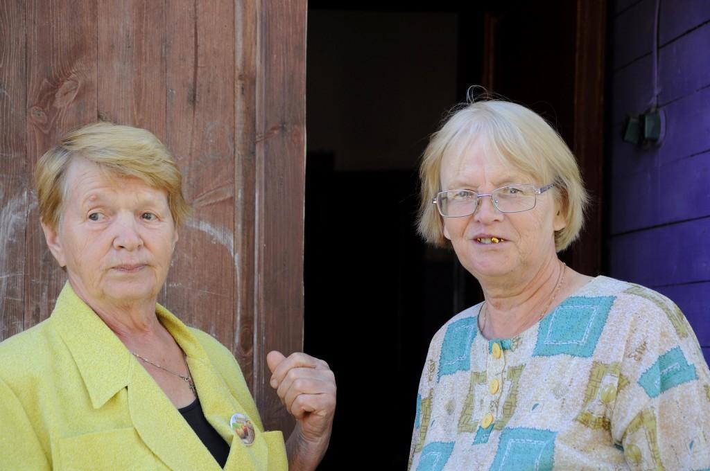 Людмила Павловна (слева)