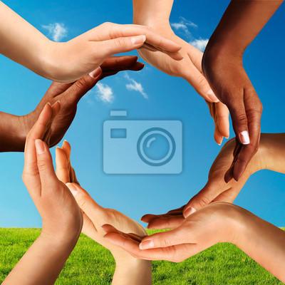 fotooboi-multiracial-ruki-sdelav-krug-vmeste-afrikanskij